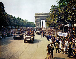 Crowds_of_French_patriots_line_the_Champs_Elysees-edit2